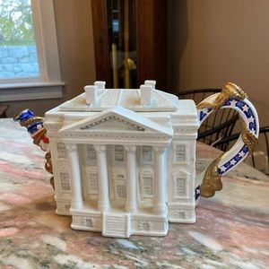Fitz & Floyd White House Tea Pot